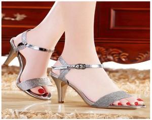 Giày Sandal đính Kim Tuyến Màu Bạc